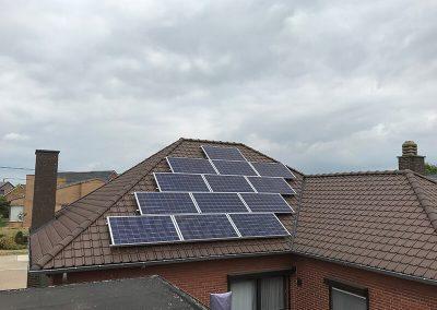 Hellend pannen dak Dakwerken Lenaers zonnepanelen